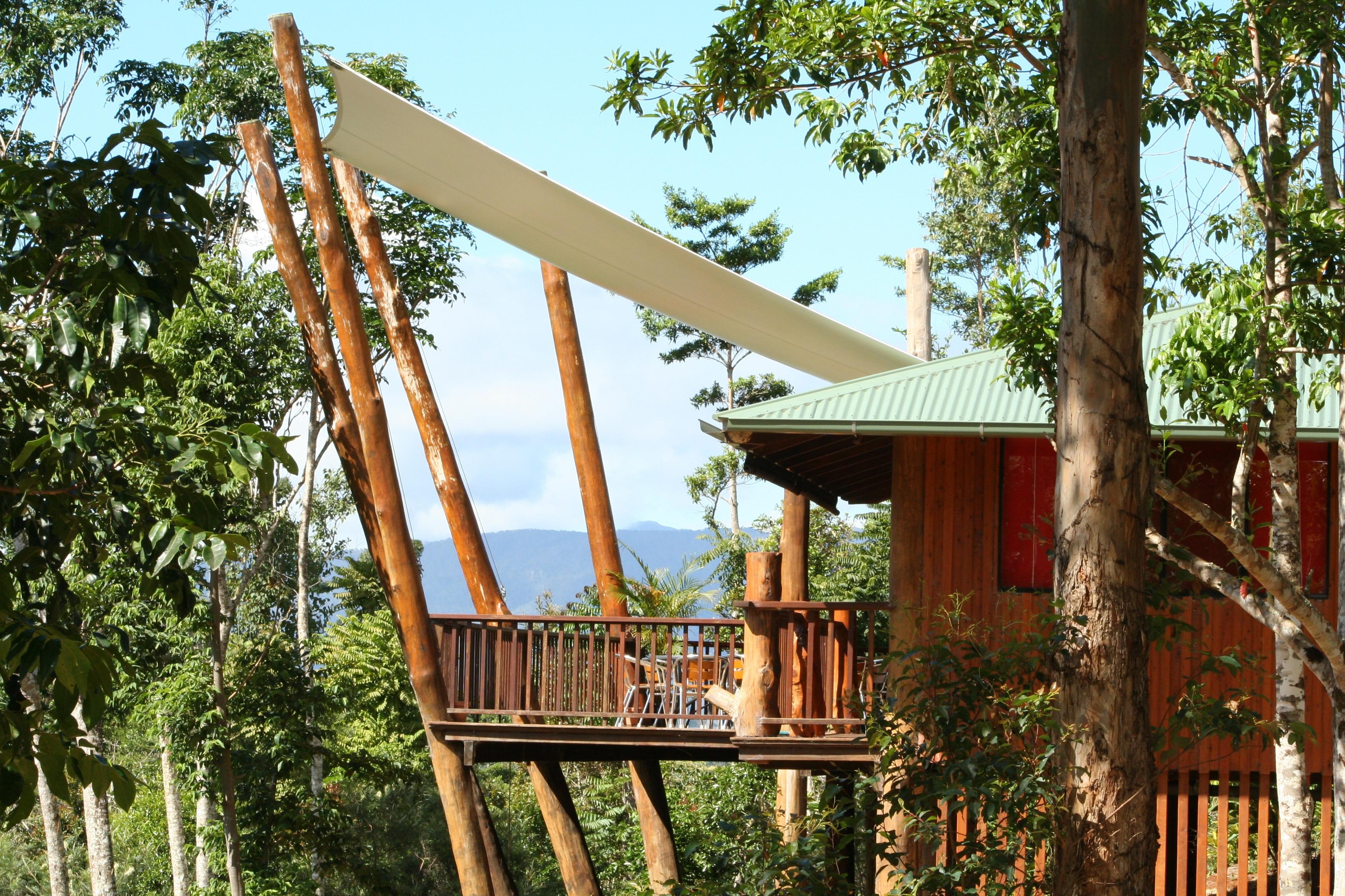een boomhut midden in de natuur van Australië