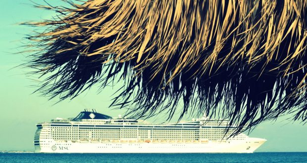 luxe cruiseschip op water