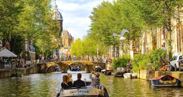 dagje uit in Amsterdam boot huren