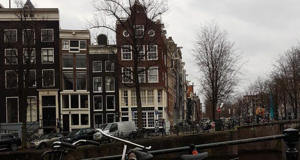 Amsterdam-grachten-panden